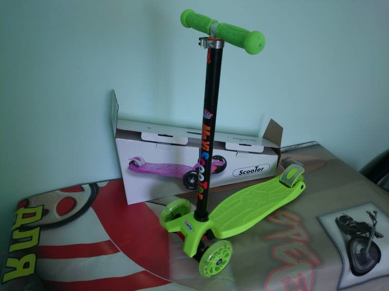 Самокат Maxi Scooter KS022 green