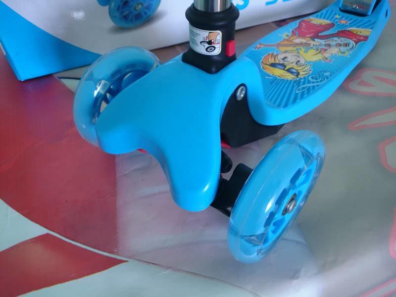Самокат Maxi Scooter MS-920 blue колеса